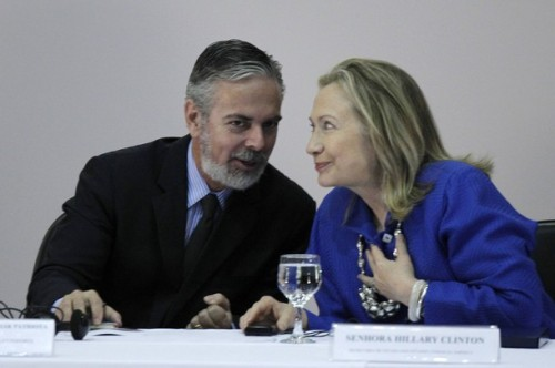 """Brazil's Foreign Minister Antonio Patriota talks with U.S. Secretary of State Hillary Clinton during the annual conference """"Open Government Partnership"""" in Brasilia"""