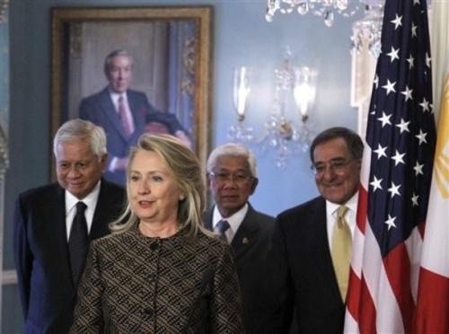 Hillary Rodham Clinton, Leon E. Panetta,  Albert del Rosario, Voltaire Gazmin