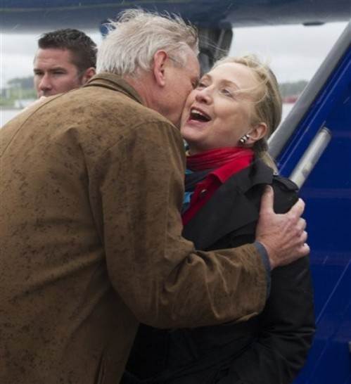 Swedish Foreign Minister Carl Bildt. left,  greets US Secretary of State Hillary Rodam  Clinton as she disembarks from her airplane upon arrival at Arlanda Airport in Stockholm, Sweden, on Saturday  June 2, 2012. Clinton is on a diplomatic visit that is taking her through Scandinavia, the Caucuses, and Turkey. (AP Photo/Saul Loeb, Pool)