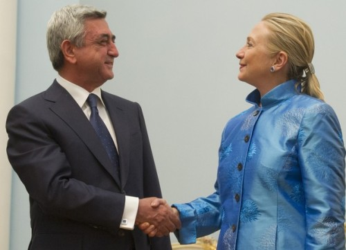 Armenian President Serzh Sarkisian (L) shakes hands with US Secretary of State Hillary Clinton on June 4, 2012 before their meetings at the presidential palace in Yerevan. AFP PHOTO / POOL / Saul LOEB        (Photo credit should read SAUL LOEB/AFP/GettyImages)