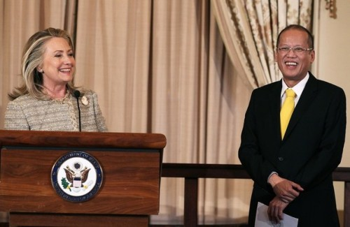 WASHINGTON, DC - JUNE 08:  U.S. Secretary of State Hillary Clinton welcomes President of the Republic of the Philippines Benigno S. Aquino III, (R), during a luncheon at the Department of State, on June 8, 2012 in Washington, DC. Later today President Aquino is scheduled to meet with U.S. President Barack Obama at the White House.  (Photo by Mark Wilson/Getty Images)