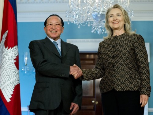 US Secretary of State Hillary Clinton (R) shakes hands with Cambodian Deputy Prime Minister Hor Namhong, Minister of Foreign Affairs and International Cooperation, following talks at the State Department in Washington on June 12, 2012.   AFP PHOTO/Karen BLEIER        (Photo credit should read KAREN BLEIER/AFP/GettyImages)