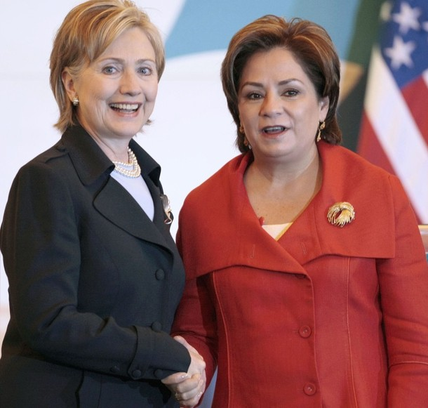 US Secretary of State Clinton shakes hands with Mexican Foreign Secretary Espinosa after a news conference at the foreign ministry in Mexico City