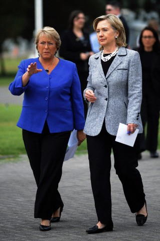 Chile's President Bachelet and U.S. Secretary of State Clinton walk together in Santiago