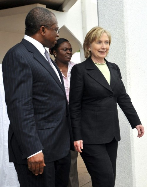 US Secretary of State Clinton is escorted by Nigerian FM Maduekwe after addressing a news conference in Abuja