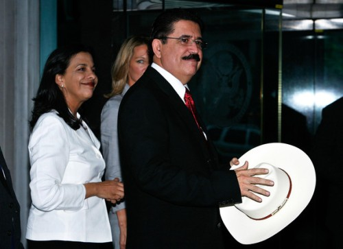 Manuel+Zelaya+Hillary+Clinton+Meets+Ousted+UwBzTCaOSvNl