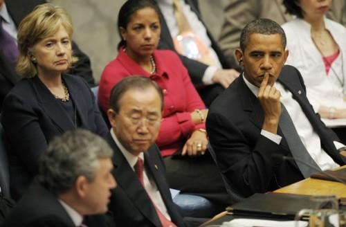 US President Barack Obama (R), US Secret