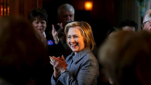 U.S. presidential candidate Hillary Clinton claps along with the audience as she arrives at a campaign event in Mason City, Iowa, United States, May 18, 2015.    REUTERS/Jim Young