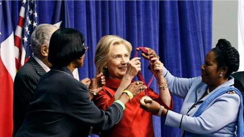 Democratic presidential candidate Hillary Clinton (C) receives the Barbara Jordan Public-Private Leadership Award  during an appearance at Texas Southern University in Houston June 4, 2015.   REUTERS/Donna Carson