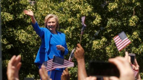 "U.S. Democratic presidential candidate Hillary Clinton waves as she takes the stage to deliver her ""official launch speech"" as her husband former U.S. President Bill Clinton (L) smiles at a campaign kick off rally in Franklin D. Roosevelt Four Freedoms Park on Roosevelt Island in New York City, June 13, 2015. REUTERS/Lucas Jackson"