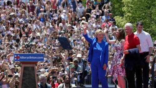 "U.S. Democratic presidential candidate Hillary Clinton is joined onstage by her daughter Chelsea (C) and her husband former President Bill Clinton (R) after she delivered her ""official launch speech"" at a campaign kick off rally in Franklin D. Roosevelt Four Freedoms Park on Roosevelt Island in New York City, June 13, 2015.  REUTERS/Brendan McDermid"