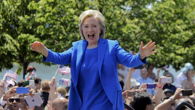 "U.S. Democratic presidential candidate Hillary Clinton takes the stage to deliver her ""official launch speech"" at a campaign kick off rally in Franklin D. Roosevelt Four Freedoms Park on Roosevelt Island in New York City, June 13, 2015.  REUTERS/Carlo Allegri"