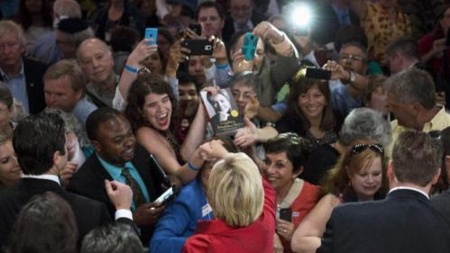 U.S. Democratic presidential candidate Hillary Clinton greets supporters after speaking at the Virginia Democratic Party's annual Jefferson-Jackson party fundraising dinner at George Mason University in Fairfax, Virginia, June 26, 2015.      REUTERS/Joshua Roberts