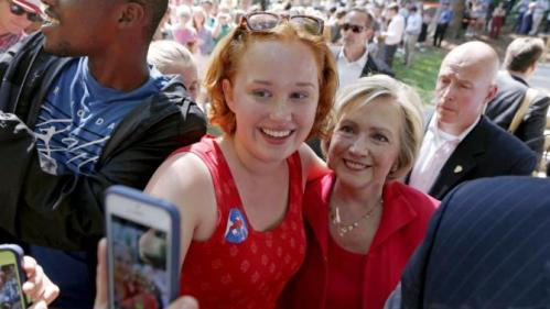 Former United States Secretary of State and Democratic presidential candidate Hillary Clinton poses for a selfie with a supporter during a campaign event in Hanover, New Hampshire, July 3, 2015. REUTERS/Dominick Reuter