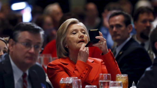 U.S. Democratic presidential candidate Hillary Clinton adjusts her make-up before speaking at the Iowa Democratic Party's Hall of Fame dinner in Cedar Rapids, Iowa, United States, July 17, 2015. REUTERS/Jim Young        TPX IMAGES OF THE DAY