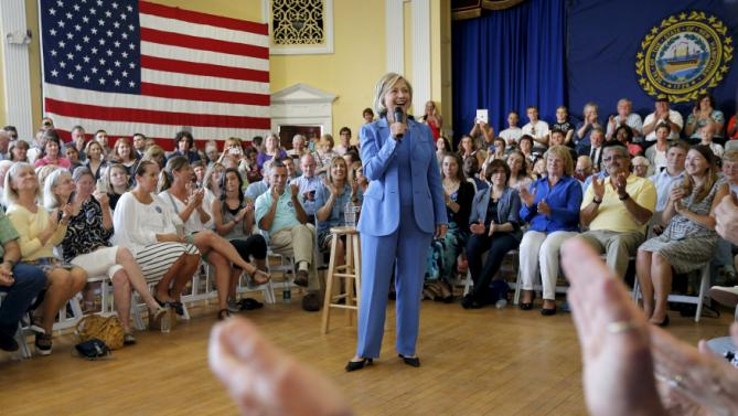 Democratic presidential candidate Hillary Clinton arrives for a campaign town hall meeting in Dover, New Hampshire July 16, 2015.    REUTERS/Brian Snyder