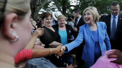 Democratic presidential candidate Hillary Clinton greets supporters during a campaign stop in a back yard of a home in Windham, New Hampshire July 16, 2015. REUTERS/Brian Snyder
