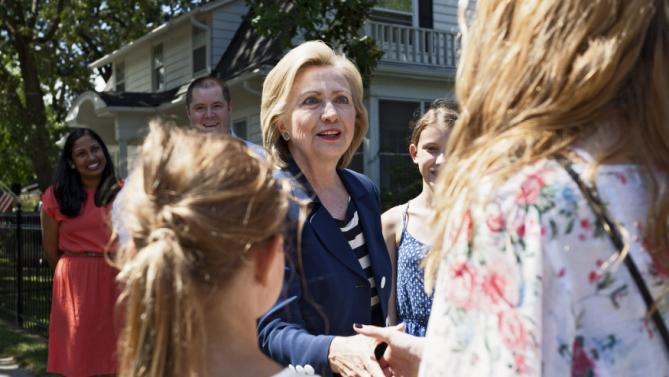 Democratic U.S. presidential candidate Hillary Clinton greets young supporters selling lemonade and cookies at the home of Sean and Vidyha Bagniewski in the Beaverdale area of Des Moines, Iowa on July, 25, 2015. REUTERS/Brian C. Frank