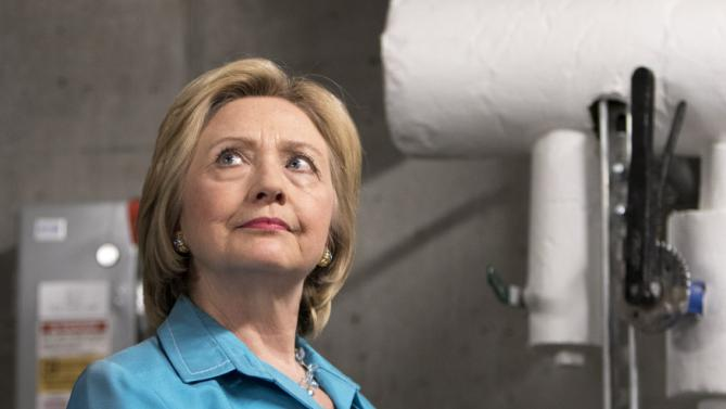Democratic presidential hopeful Hillary Rodham Clinton tours the geothermal system during a visit to the LEED Platinum certified DART Central Station in Des Moines, Iowa July 27, 2015.    REUTERS/Scott Morgan