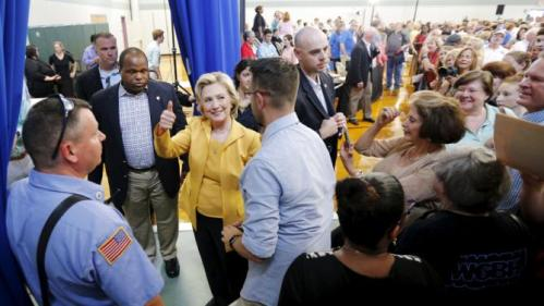 Democratic presidential candidate Hillary Clinton gives a thumbs up at the conclusion of a town hall campaign stop in Nashua, New Hampshire July 28, 2015. REUTERS/Brian Snyder