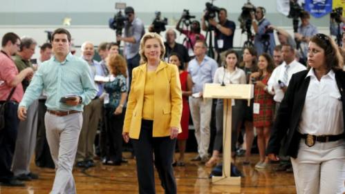 Democratic presidential candidate Hillary Clinton talks to reporters following a town hall campaign stop in Nashua, New Hampshire July 28, 2015. REUTERS/Brian Snyder