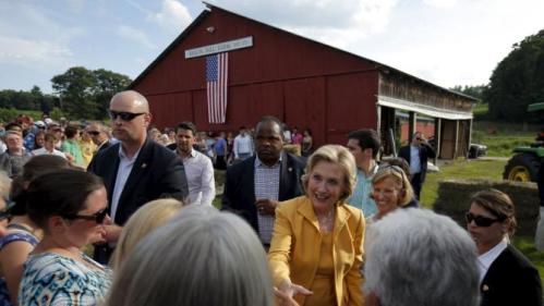 Democratic presidential candidate Hillary Clinton greets voters during a campaign stop at Beech Hill Farm in Hopkinton, New Hampshire July 28, 2015.  REUTERS/Brian Snyder