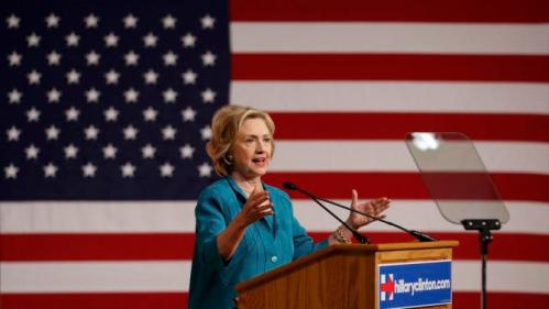 Democratic U.S presidential candidate Hillary Clinton makes a speech on Cuban relations at Florida International University in Miami, Florida July 31, 2015. Clinton on Friday called for the U.S. Congress to end the U.S. economic embargo in Cuba and said she would make it easier for Americans to travel to the Communist-led island if she were president. REUTERS/Joe Skipper