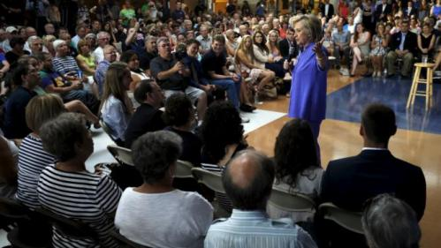 U.S. Democratic presidential candidate Hillary Clinton answers a question from the audience during a campaign town hall meeting in Exeter, New Hampshire August 10, 2015. Clinton spoke about her plans to make college more affordable.    REUTERS/Brian Snyder