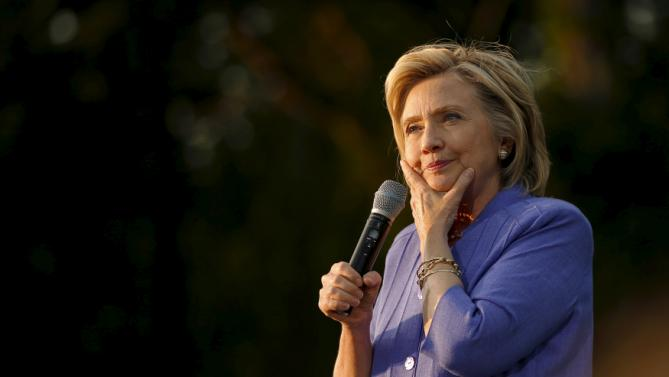 U.S. Democratic presidential candidate Hillary Clinton pauses while speaking at a campaign stop in Manchester, New Hampshire, August 10, 2015. REUTERS/Brian Snyder