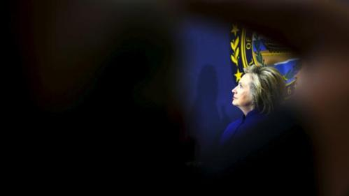 U.S. Democratic presidential candidate Hillary Clinton listens during a community forum about substance abuse in Keene, New Hampshire August 11, 2015.   REUTERS/Brian Snyder      TPX IMAGES OF THE DAY