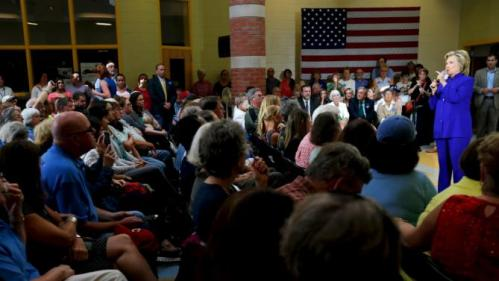 U.S. Democratic presidential candidate Hillary Clinton responds to a question from the audience during a community forum about substance abuse in Keene, New Hampshire August 11, 2015.   REUTERS/Brian Snyder