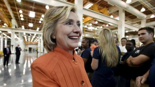 Democratic presidential candidate Hillary Clinton greets union members as she tours the Carpenters International Training Center in Las Vegas, Nevada August 18, 2015. REUTERS/David Becker
