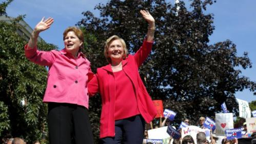 U.S. Democratic presidential candidate Hillary Clinton (R) and U.S. Senator Jeanne Shaheen (L) stand together after Senator Shaheen endorsed Clinton at a campaign rally in Portsmouth, New Hampshire September 5, 2015. REUTERS/Brian Snyder