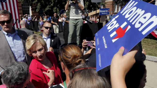 "U.S. Democratic presidential candidate Hillary Clinton greets audience members at a ""Women for Hillary"" campaign rally in Portsmouth, New Hampshire September 5, 2015. REUTERS/Brian Snyder"