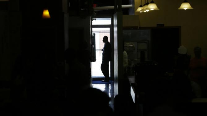 A Secret Service agent waits for the arrival of Democratic presidential candidate Hillary Rodham Clinton at a campaign stop at Uncle Nancy's Coffee House, Sunday, Sept. 6, 2015, in Newton, Iowa. (AP Photo/Charlie Neibergall)