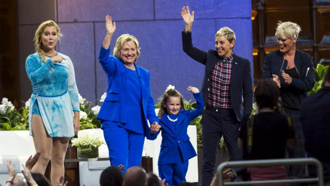 "U.S. Democratic presidential candidate Hillary Clinton (2nd L) waves with (L-R) comedian Amy Schumer, 5-year-old presidential expert Macey Hensley, television host Ellen Degeneres, and singer Pink during a taping of ""The Ellen Degeneres Show"" in New York September 8, 2015. REUTERS/Lucas Jackson"