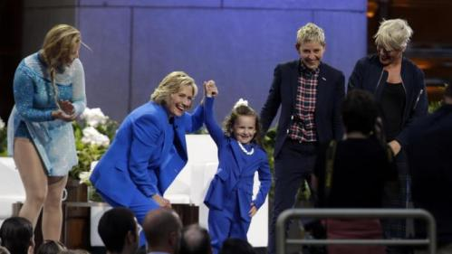 Actress Amy Schumer, left, Democratic presidential candidate Hillary Rodham Clinton, second from left, 5-year old presidential expert Macey Hensley, center, Ellen DeGeneres and musician Pink close out a taping of The Ellen DeGeneres Show, Tuesday, Sept. 8, 2015, at Rockefeller Center in New York. (AP Photo/Mary Altaffer)