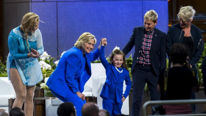 "U.S. Democratic presidential candidate Hillary Clinton (2nd L) smiles with (L-R) comedian Amy Schumer, 5-year-old presidential expert Macey Hensley, television host Ellen DeGeneres, and singer Pink during a taping of ""The Ellen DeGeneres Show"" in New York September 8, 2015. REUTERS/Lucas Jackson TPX IMAGES OF THE DAY"