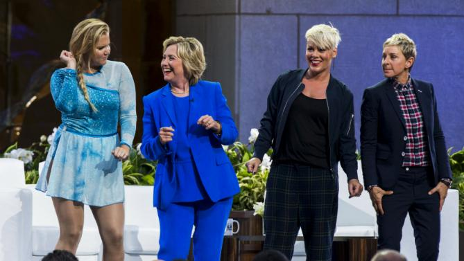"U.S. Democratic presidential candidate Hillary Clinton (2nd L) smiles with (L-R) comedian Amy Schumer, singer Pink and television host Ellen DeGeneres during a taping of ""The Ellen DeGeneres Show"" in New York September 8, 2015. REUTERS/Lucas Jackson"