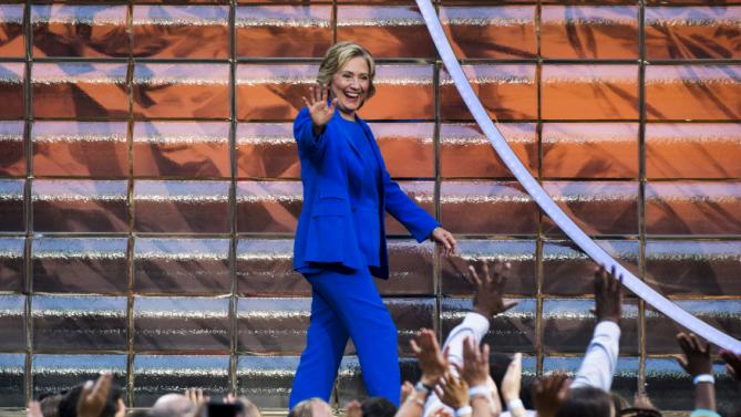 "U.S. Democratic presidential candidate Hillary Clinton arrives for a taping of ""The Ellen DeGeneres Show"" in New York September 8, 2015. REUTERS/Lucas Jackson"