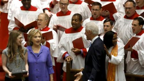 U.S. Democratic presidential candidate Hillary Clinton (2nd L) with former U.S. President Bill Clinton (C) and their daughter Chelsea (L) attend the Foundry United Methodist Church's bicentennial service in Washington September 13, 2015. REUTERS/Yuri Gripas