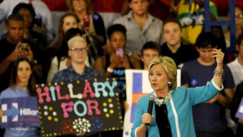 U.S. Democratic presidential candidate Hillary Clinton holds a 'Grassroots' organizational event at Broward State College in Davie, Florida, October 2, 2015. REUTERS/Joe Skipper