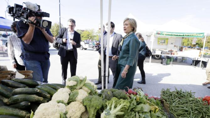 Democratic presidential candidate Hillary Rodham Clinton visits the downtown Davenport Farmers Market, Tuesday, Oct. 6, 2015, in Davenport, Iowa. (AP Photo/Charlie Neibergall)