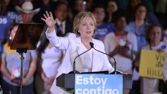 "Democratic U.S. presidential candidate Hillary Clinton waves during a ""Latinos for Hillary"" rally in San Antonio, Texas October 15, 2015.  REUTERS/Darren Abate"