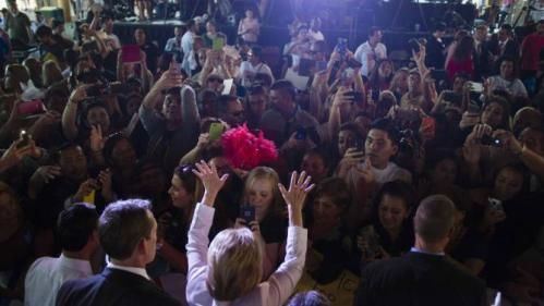 """Democratic U.S. presidential candidate Hillary Clinton waves to supporters at the conclusion of a """"Latinos for Hillary"""" rally in San Antonio, Texas October 15, 2015. REUTERS/Darren Abate"""