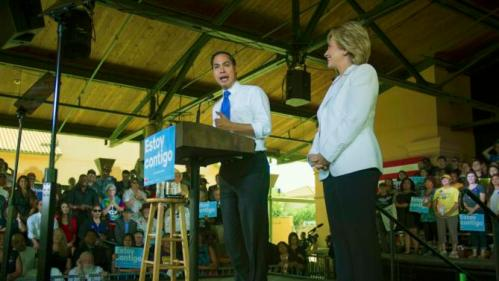 """U.S. Department of Housing and Urban Development Secretary Julian Castro (L) endorses Democratic U.S. presidential candidate Hillary Clinton during a """"Latinos for Hillary"""" rally in San Antonio, Texas October 15, 2015. REUTERS/Darren Abate"""