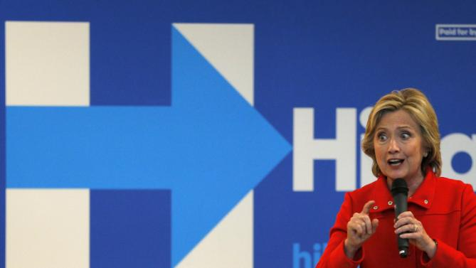 """U.S. Democratic presidential candidate Hillary Clinton speaks at a campaign """"Meet and Greet"""" in Nashua, New Hampshire October 16, 2015. REUTERS/Brian Snyde"""
