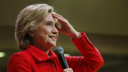 U.S. Democratic presidential candidate Hillary Clinton reacts to the many audience members with their hands raised to ask a question at a campaign town hall meeting in Keene, New Hampshire October 16, 2015. REUTERS/Brian Snyder