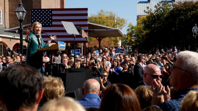 Democratic presidential candidate Hillary Clinton holds a rally with grassroots supporters in Alexandria, Virginia, October 23, 2015. REUTERS/Jonathan Ernst