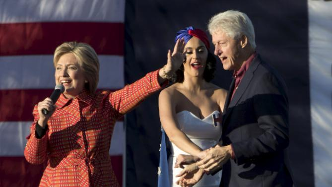 Democratic presidential candidate Hillary Clinton holds a campaign rally with her husband former President Bill Clinton and singer Katy Perry in Des Moines, Iowa, October 24, 2015. REUTERS/Scott Morgan